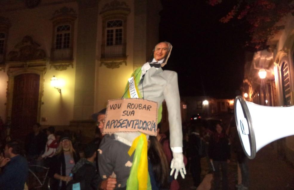 Boneco de Michel Temer em manifestação em São joão del Rei (Foto: Luciano Nascimento/Arquivo Pessoal)