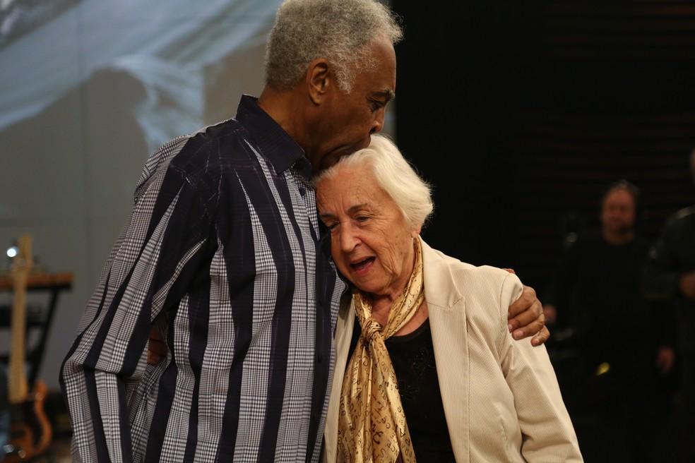 Gilberto Gil e a professora convidada da atração (Foto: Carol Caminha/Gshow)