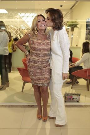 Susana Vieira e Guilhermina Guinle em inauguração de salão de beleza no Rio (Foto: Isac Luz / EGO)