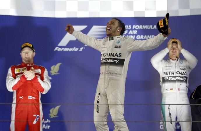 Lewis Hamilton, Kimi Raikkonen e Nico Rosberg no pódio do GP do Bahrein (Foto: Reuters)