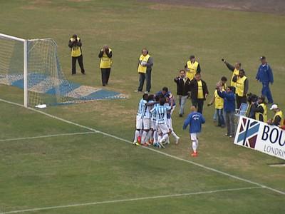 Jogadores do Londrina comemoram o gol de Bruno Batata (Foto: Reprodução/RPC TV)