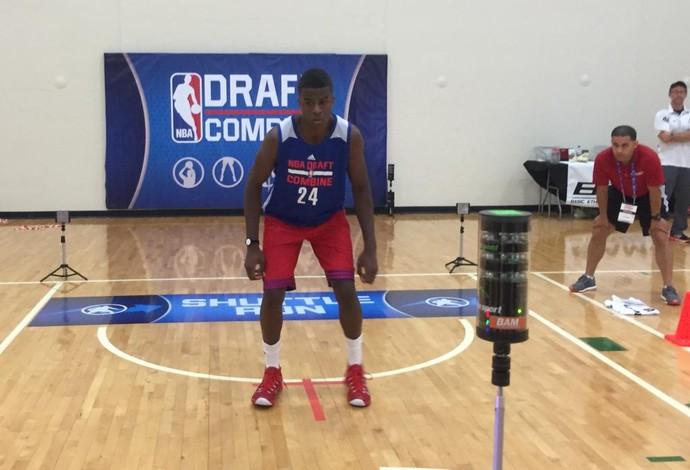 Georginho faz teste físico em evento pré-Draft da NBA (Foto: Reprodução/Twitter)