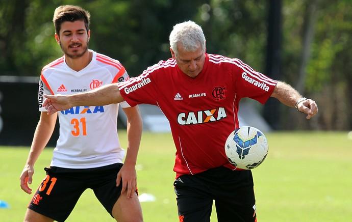 Antonio Mello preparador físico do Flamengo e Mattheus (Foto: Gilvan de Souza / Flamengo)