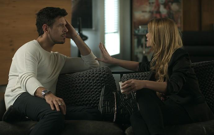 Diana explica seu plano para Lázaro (Foto: TV Globo)