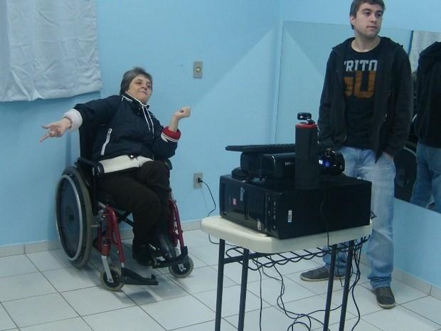 Jogo visa estimular aspectos motores e cognitivos dos pacientes. (Foto: Vitor Forcellini/Udesc)