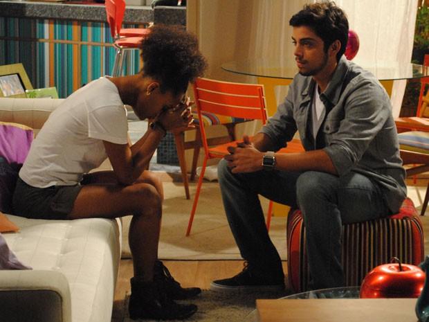 Bruno conta a Rita que dormiu com Fatinha e a garota fica arrasada com a traição (Foto: Malhação / Tv Globo)