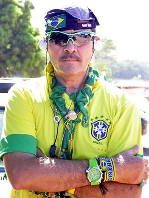 Patriota, José Gonçalo só se veste de roupas do Brasil (Foto: Pollyana Araújo/ G1)