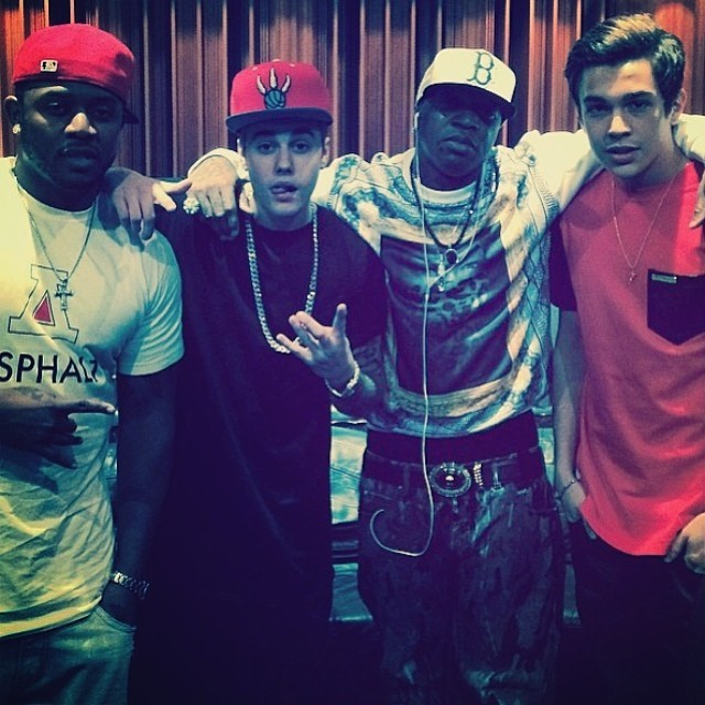 Birdman (de boné branco) posa com o sobrinho, Bieber e Mahone (Foto: Reprodução/Instagram)