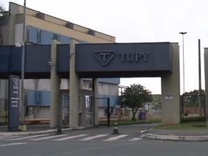 Acidente aconteceu na empresa Tupy (Foto: Reprodução/RBS TV)
