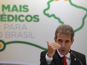 O ministro da Saúde, Arthur Chioro, divulga resultado do 3º ciclo do Mais Médicos (Foto: Fabio Rodrigues Pozzebom/ABr)