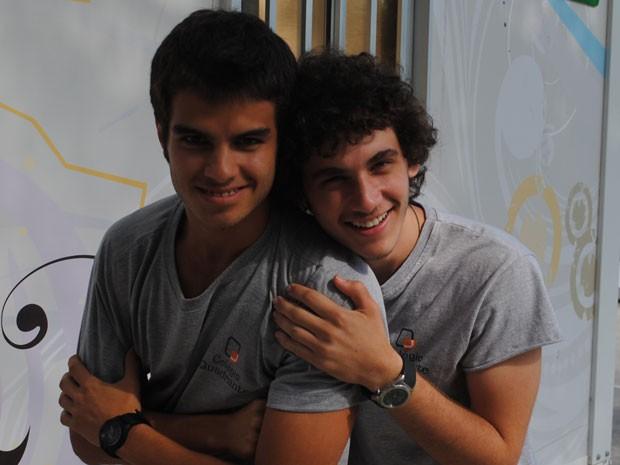 A desavença fica restrita à trama. Será que Dinho e Gil irão se tornar amigos também? (Foto: Malhação / Tv Globo)