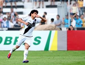 Luan gol Ponte Preta (Foto: Marcos Ribolli / Globoesporte.com)