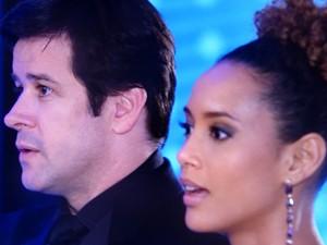 Jonas e Verônica se surpreendem  (Foto: Geração Brasil / TV Globo)