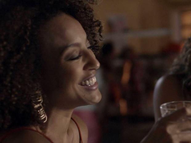 Paula também arrasa com um Rommanel (Foto: TV Globo)