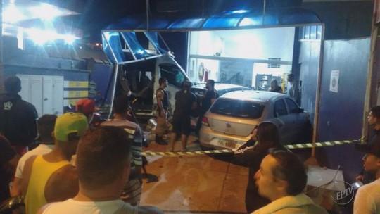 Motorista de van perde controle, bate em muro e morre em Extrema, MG