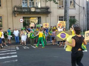 Em Tietê manifestantes pediram impeachment da presidente (Foto: Romeu Neto/ TV TEM)