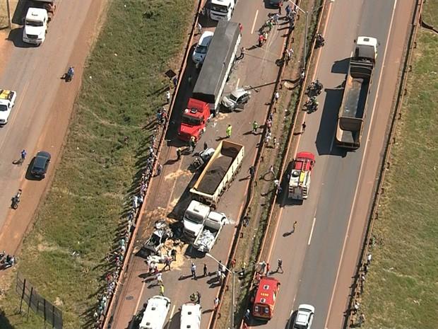 Acidente na BR-381, em Igarapé, na Grande BH (Foto: Reprodução/ TV Globo)