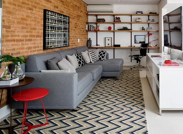 6-decoração-sala-pequena-dicas-para-aumentar-o-espaço-tapete (Foto: Lufe Gomes/Editora Globo)