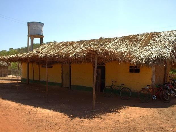 Cerca de 40 crianças estudam em escola de taipa em Miguel Alves (Foto: Flaviane Tajra/Arquivo Pessoal)