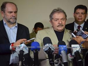 O petista José Eduardo Dutra, o ex-presidente da República Luiz Inácio Lula da Silva e o deputado Federal Márcio Macedo falam sobre Déda (Foto: Marina Fontenele/G1)
