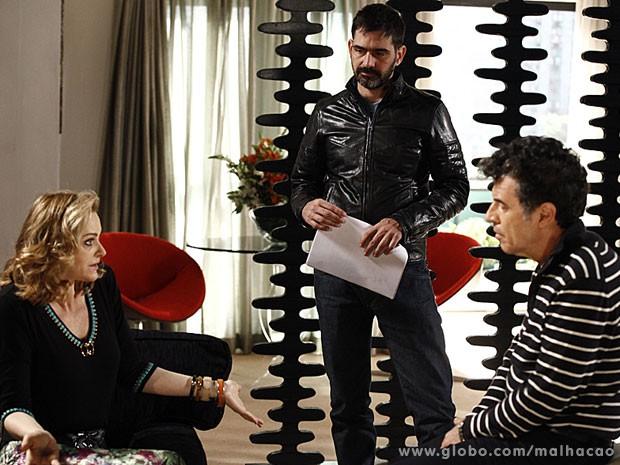 O diretor Vinícius Coimbra dirige em cena Alexandra Richter e Paulo Betti  (Foto: (Foto: Inácio / TV Globo))