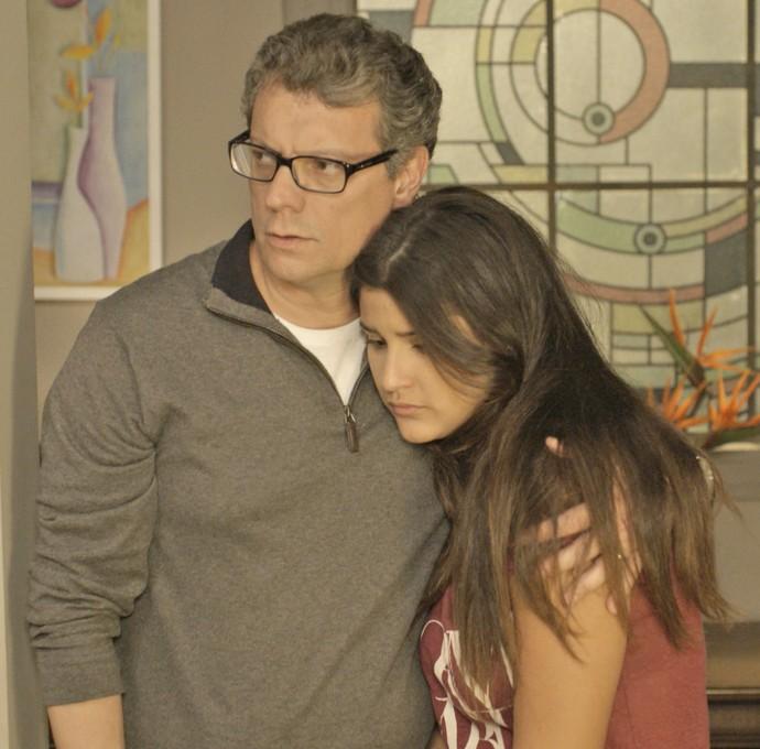A família de Miguel é suspreendida com o resultado do exame de DNA (Foto: TV Globo)