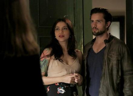 Anita impede que Pedro flagre Lívia e Felipe juntos