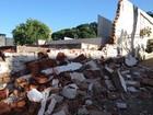 Muro de cemitério desaba com chuva (Wellington Roberto/G1)