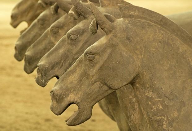 Cavalos com suas bocas abertas insinuam ação de combate (Foto: © Haroldo Castro/Época)