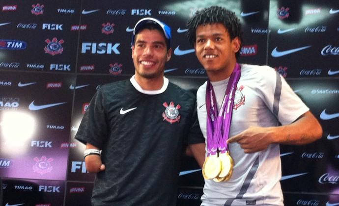 Romarinho e Daniel Dias corinthians (Foto: Carlos Augusto Ferrari / Globoesporte.com)