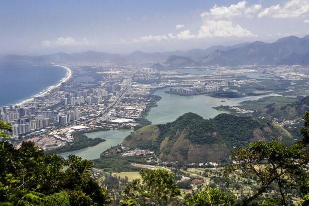 Do sopé da Carrasqueira, a cerca de 650 metros de altitude, a vista da praia e do bairro da Barra da Tijuca. (Foto: © Haroldo Castro/ÉPOCA  )