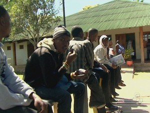 Mais de 400 haitianos continuam em Brasiléia (Foto: Reprodução TV Acre)