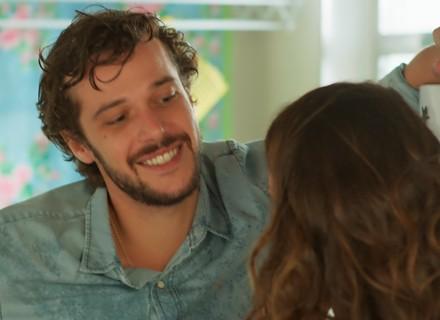 Renato pede para morar com Nanda
