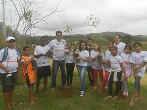 Plantio de árvores estão entre as atividades (Foto: Divulgação )