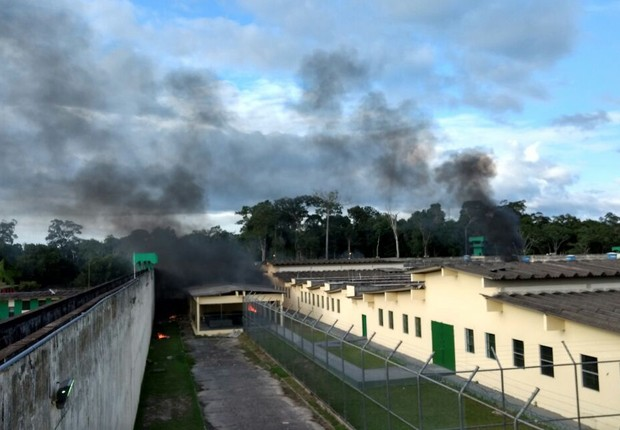 Em site oficial, Farc negam vínculo com facções brasileiras