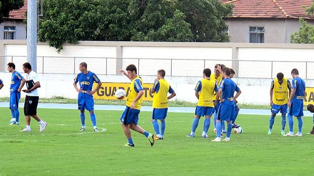 jogadores no treino do Botafogo (Foto: André Casado / Globoesporte.com)