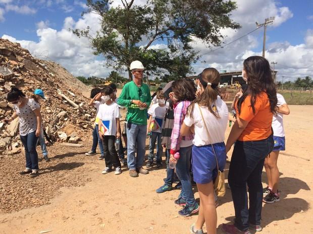 Crianças lixo natal (Foto: Divulgação)