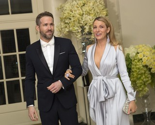 Ryan Reynolds e Blake Lively (Foto: CHRIS KLEPONIS / AFP)