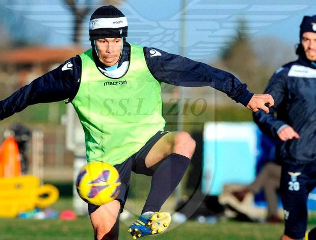 Hernane no treino do Lazio com protetor na cabeça (Foto: Reprodução / Facebook Oficial)