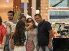 Susana Vieira passeia em shopping do Rio e posa com fãs