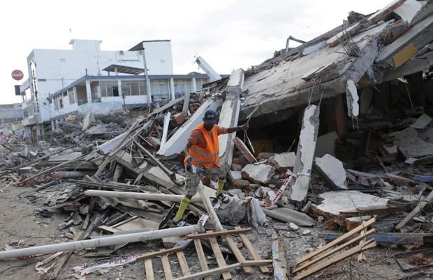 Portoviejo foi uma das mais atingidas pelo terremoto de sábado no Equador (Foto: Henry Romero/Reuters)