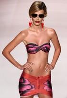 'Tem que ser esquálida', diz Yasmin Brunet em desfile do Fashion Rio