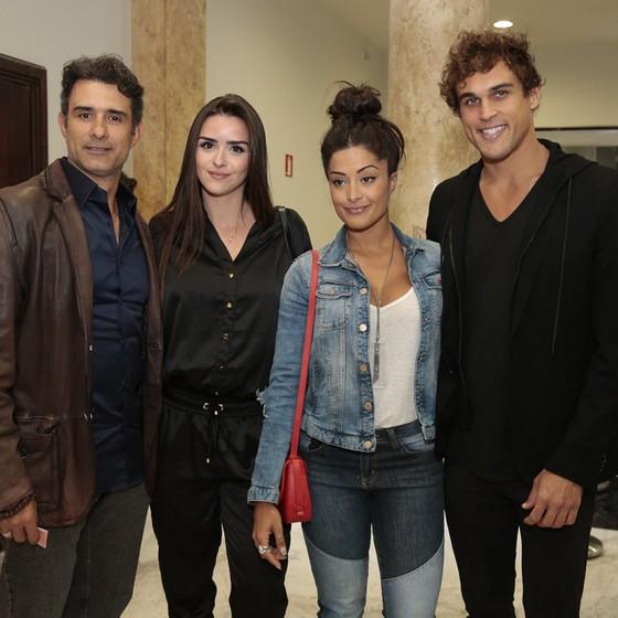 Marcos Pasquim, Aline Fernandez, Aline Riscado e Felipe Roque também estavam na plateia do musical Garota de Ipanema (Foto: Felipe Panfili/ Divulgação)
