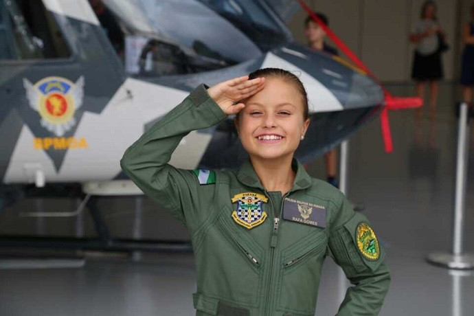 Rafinha, em frente à aeronave Falcão 01 (Foto: Arquivo pessoal)