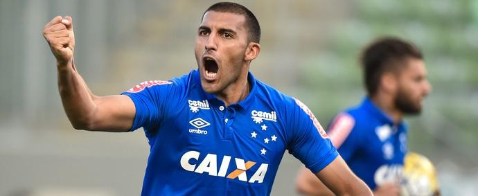 Ramón Ábila comemora gol contra o Coritiba  (Foto: Pedro Vilela/Light Press)