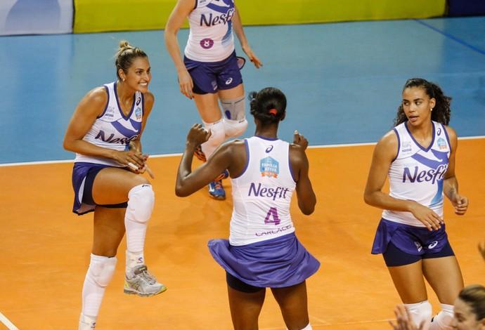 Osasco Valinhos comemoração (Foto  Gabriel Inamine Fotojump) Uniformes  atuais do Osasco têm short-saia ... 67cdfeeea5fbf