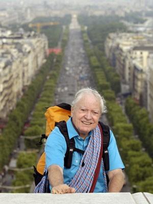 Herzog, em foto de 2005, no topo do Arco do Triunfo, em Paris (Foto: Eric Feferberg/AFP)