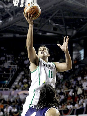 basquete Rafael Hettsheimer brasil pré-olímpico argentina (Foto: Agência EFE)