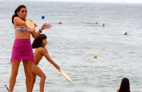 Como Dora, mãe da personagem de Klara Castanho em 'Viver a vida', outra novela de Manoel Carlos, que foi ao ar na Globo em 2009 Reprodução