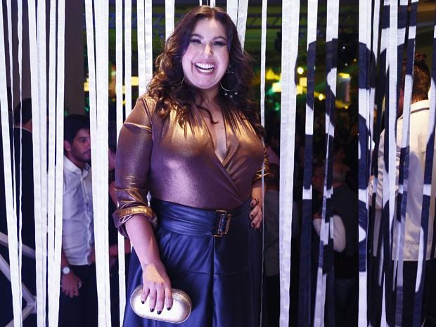 Mariana Xavier não esconde o sorriso durante festa de lançamento da novela (Foto: Raphael Dias/Gshow)